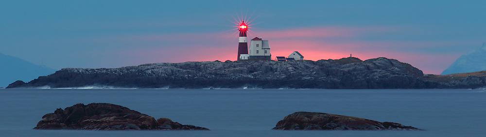 A lighthouse on west coast of Norway | Grasøyane fyrlykt.