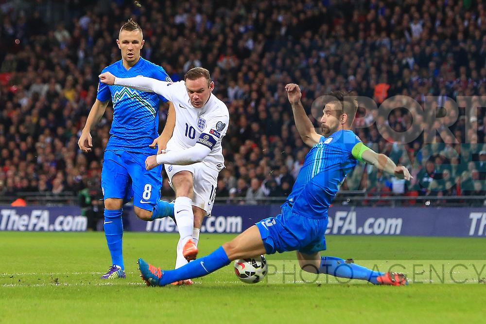 Wayne Rooney of England gets a shot blocked - England vs. Slovenia - UEFA Euro 2016 Qualifying - Wembley Stadium - London - 15/11/2014 Pic Philip Oldham/Sportimage
