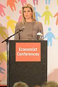 """Prinses Máxima tijdens de toespraak op de conferentie 'Feeding the World 2013' .<br /> <br /> Princess Máxima during the speech at the conference """"Feeding the World in 2013 '."""