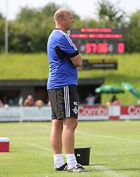 Cheftræner Benny Gall (FC Helsingør) under kampen i 2. Division Øst mellem Boldklubben Avarta og FC Helsingør den 19. august 2012 i Espelunden. (Foto: Claus Birch).