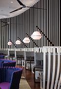 Prise de vue des banquettes du bar de l'hôtel Le Méridien Nouméa située en Nouvelle Calédonie.