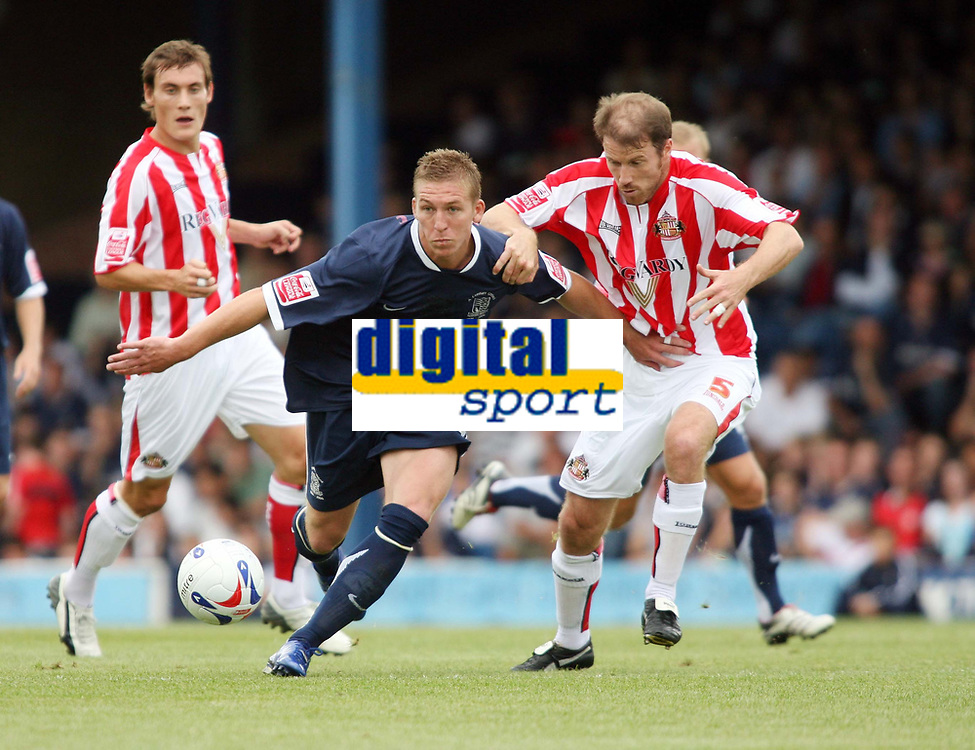 Photo: Chris Ratcliffe.<br />Southend United v Sunderland. Coca Cola Championship. 19/08/2006.<br />Kenny Cunningham (R) of Sunderland clashes with Freddy Eastwood of Southend.