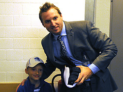 08.10.2011, O2 World, Berlin, Linz, GER, NHL, Buffalo Sabres vs LA Kings, im Bild Thomas Vanek (Buffalo Sabres, #26) and a young fan after the game, during the Compuware NHL Premiere, O2 World Berlin, Berlin, Germany, 2011-10-08, EXPA Pictures © 2011, PhotoCredit: EXPA/ Reinhard Eisenbauer