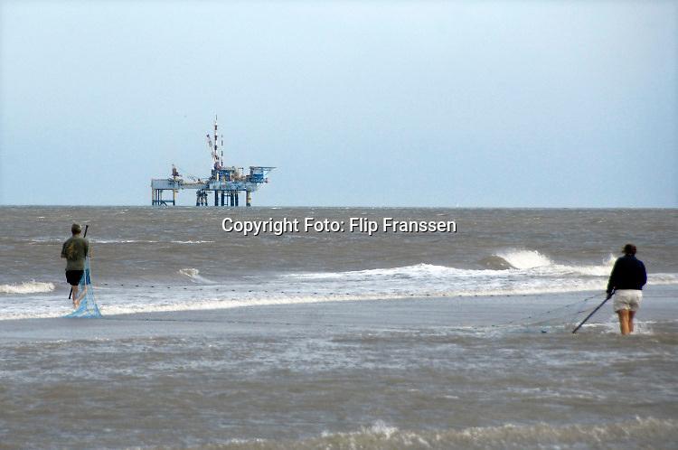 Nederland, Ameland, 11-9-2012Boorplatform van de NAM. Er zijn 3 booreilanden en productieplatforms Ameland- Westgat, Ameland-Oost en Noordveld. Foto: Flip Franssen