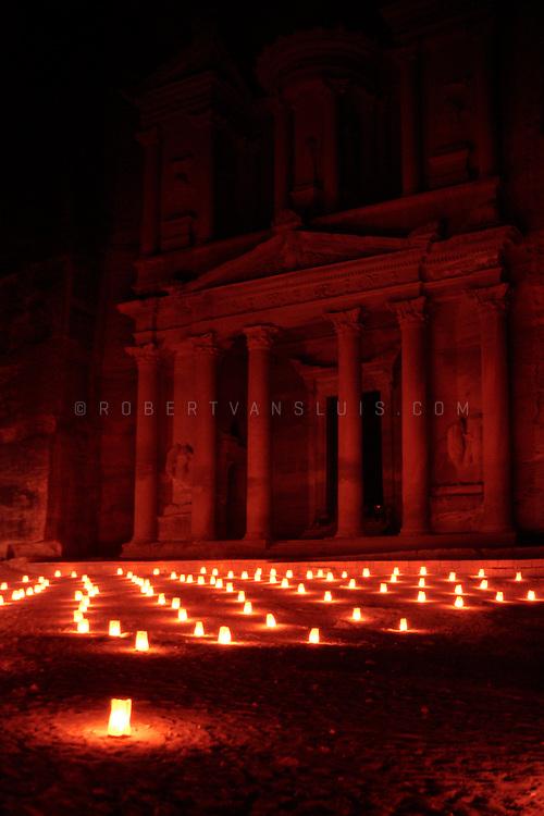 Night scene, Khazneh temple, Petra, Jordan. Photo © Robert van Sluis