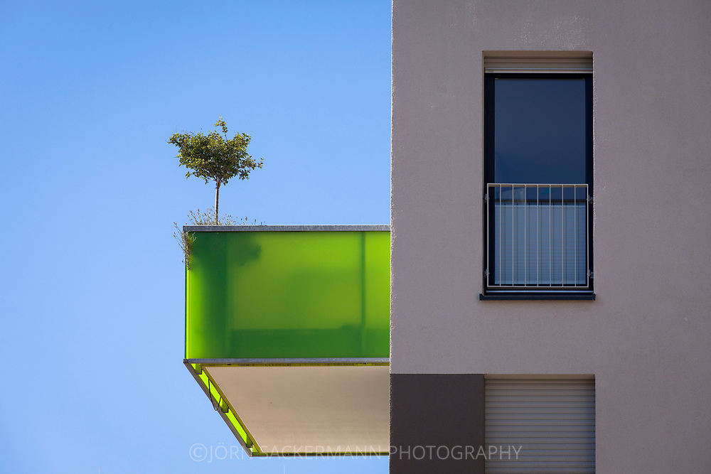 balcony of a building in the Kubikon quarter of the GAG Immobilien AG in the Ehrenfeld district of Cologne, Germany.<br /> <br /> Balkon eines Hauses im Stadtquartier Kubikon der GAG Immobilien AG im Stadtteil Ehrenfeld, Koeln, Deutschland.