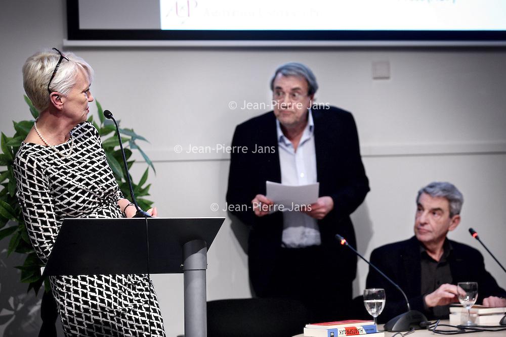 Nederland, Amsterdam , 26 januari 2015.<br /> Debat in de Stad omtrent nieuw antisemitisme in Spui 25, Academisch-cultureel centrum.<br /> Op de foto aan het woord Elma Drayer. Rechts luisterend Ton Zwaan en Ron van der Wieken.<br /> Foto:Jean-Pierre Jans