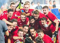 BHUBANESWAR (INDIA) - Team England maakt selfie na Argentinie-Engeland(2-3)  bij het WK Hockey heren. COPYRIGHT KOEN SUYK