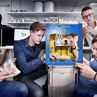 Nederland, Amsterdam , 18 juni 2014.<br /> Studenten van de Hogeschool van Amsterdam (HvA) aan het sleutelen aan de zg Bioplotter een 3-D printer die aangepast is om menselijke organen te printen.<br /> Foto:Jean-Pierre Jans