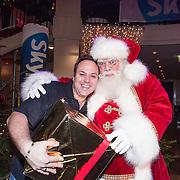 NLD/Hilversum /20131210 - Sky Radio Christmas Tree For Charity 2013, Frans Bauer met kerstman