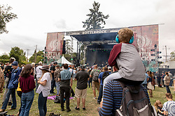 May 25, 2018 - Napa, California, U.S - A young music fan on his fathers shoulders during BottleRock Music Festival at Napa Valley Expo in Napa, California (Credit Image: © Daniel DeSlover via ZUMA Wire)