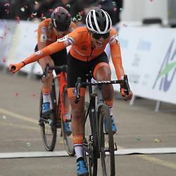 01-02-2020: Wielrennen: WK Veldrijden: Dubendorf: Ceylin Alvarado is de nieuwe wereldkampioene veldrijden. Annemarie Worst werd tweede. Lucinda Brand derde.