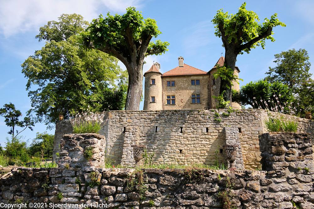 Charmes sur l'Herbasse, Drôme, Frankrijk - augustus 2021: Kasteel Charmes sur l'Herbasse.    Charmes sur l'Herbasse, Drôme, France - August 2021: Castle Charmes sur l'Herbasse