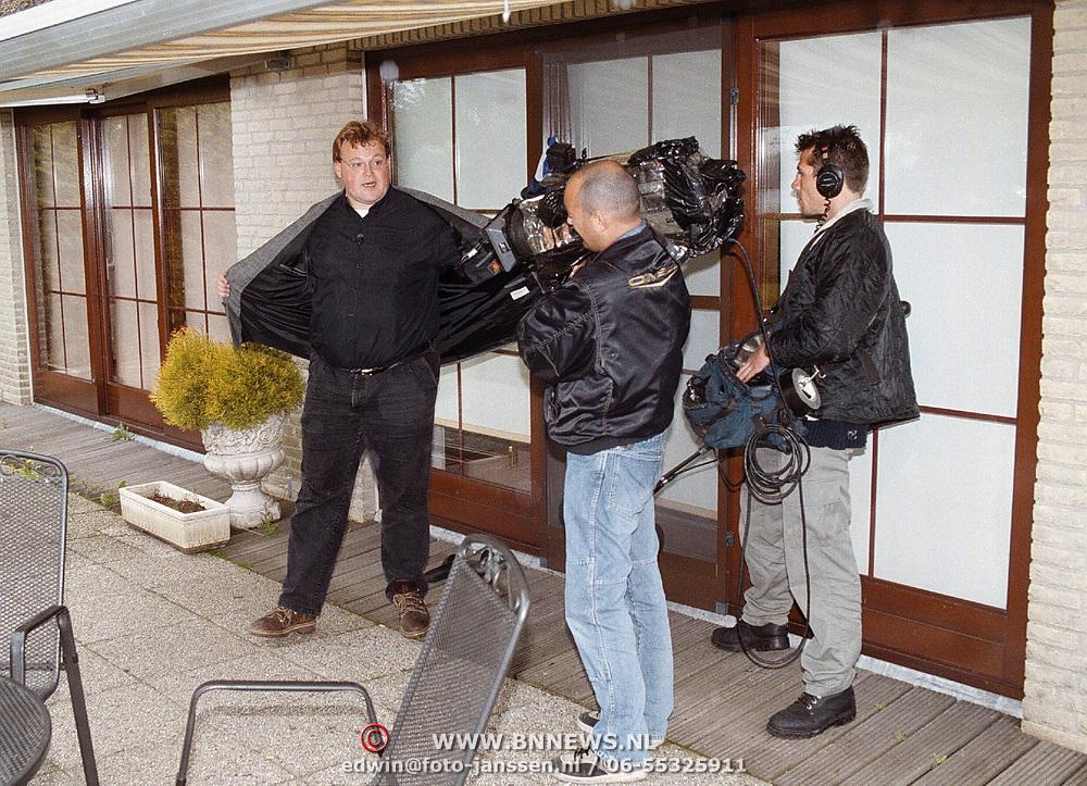 BNN maakt opname bij een zieke Andre Hazes met onbekende presentator Arjan