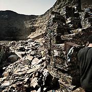 """La cantera donde originalmente estaba situado el asentaminento de Mokattam, ahora se utiliza como almacén de papel y aluminio. En medio del barrio de Manshiet Nasr a las afueras de El Cairo esta situado el asentamiento de Mokattam conocido como la """"Ciudad de la Basura"""" , está habitado por los Zabbaleen ,una comunidad de unos 45.000 cristianos coptos que viven desde hace varias décadas de reciclar los desperdicios que genera la capital egipcia: plástico, aluminio, papel y desechos órganicos que transforman en compost . La mayoría forman parte de la Asociación para la Protección del Ambiente (APE) una ONG que actúa en el área, cuyos objetivos son proteger el medio ambiente y aumentar el sustento de las recuperadores de basura de El Cairo. Según la ONU, el trabajo que se realiza en Mokattam como uno de los diez mejores ejemplos del mundo en el mejoramiento medioambiental. El Cairo , Egipto, Junio 2011. ( Foto : Jordi Camí )<br /> « less"""