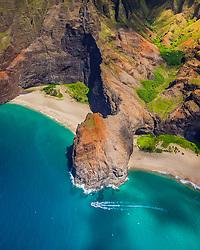 Honopu Beach or Cathedral Beach with natural arch, Honopu Valley, Na Pali Coast, Kauai, Hawaii, USA, Pacific Ocean