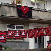Shirt sellers line the streets during the Flamengo V  Fluminense, Futebol Brasileirao  League match at Estadio Olímpico Joao Havelange, Rio de Janeiro, The classic Rio derby match ended in a 3-3 draw. Rio de Janeiro,  Brazil. 19th September 2010. Photo Tim Clayton.