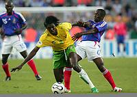Fotball<br /> Togo <br /> Foto: DPPI/Digitalsport<br /> NORWAY ONLY<br /> <br /> FOOTBALL - WORLD CUP 2006 - STAGE 1 - GROUP G - TOGO v FRANCE - 23/06/2006 -  EMMANUEL ADEBAYOR (TOG) / CLAUDE MAKELELE (FRA)