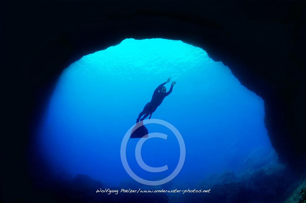 Blue Hole and Apnea diver, freediver, Gozo, Malta, Sued Europa, Mittelmeer, Mare Mediterraneum, Sotuh Europe, Mediterranean Sea