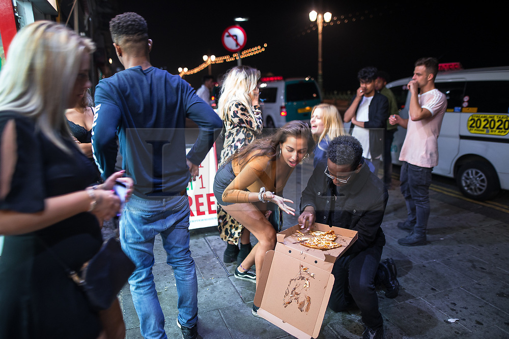 © Licensed to London News Pictures . 26/09/2017. Brighton, UK. People outside a takeaway restaurant on Brighton Promenade . Revellers at the end of a night out during Freshers week , when university students traditionally enjoy the bars and clubs during their first nights out in a new city . Photo credit: Joel Goodman/LNP