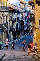 Espagne, Pays Basque, Guipuscoa, Fontarrabie, rue Nagusi // Spain, Basque Country, Guipuscoa, Hondarribia, Nagusi street