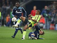 Photo: Maarten Straetemans/Sportsbeat Images.<br /> Shalke 04 v Chelsea. UEFA Champions League. 06/11/2007.<br /> Florent Malouda of Chelsea between Asamoah and Refinha of Schalke