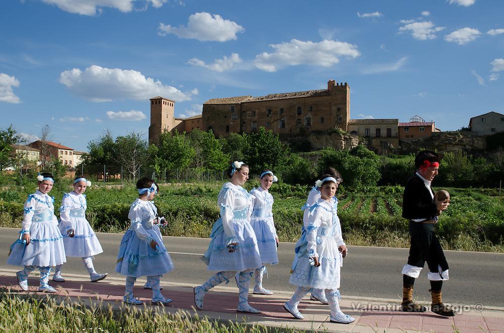The 'Zagal' leading the 'danzantes' near Quevedo's Palace in Cetina, Zaragoza.