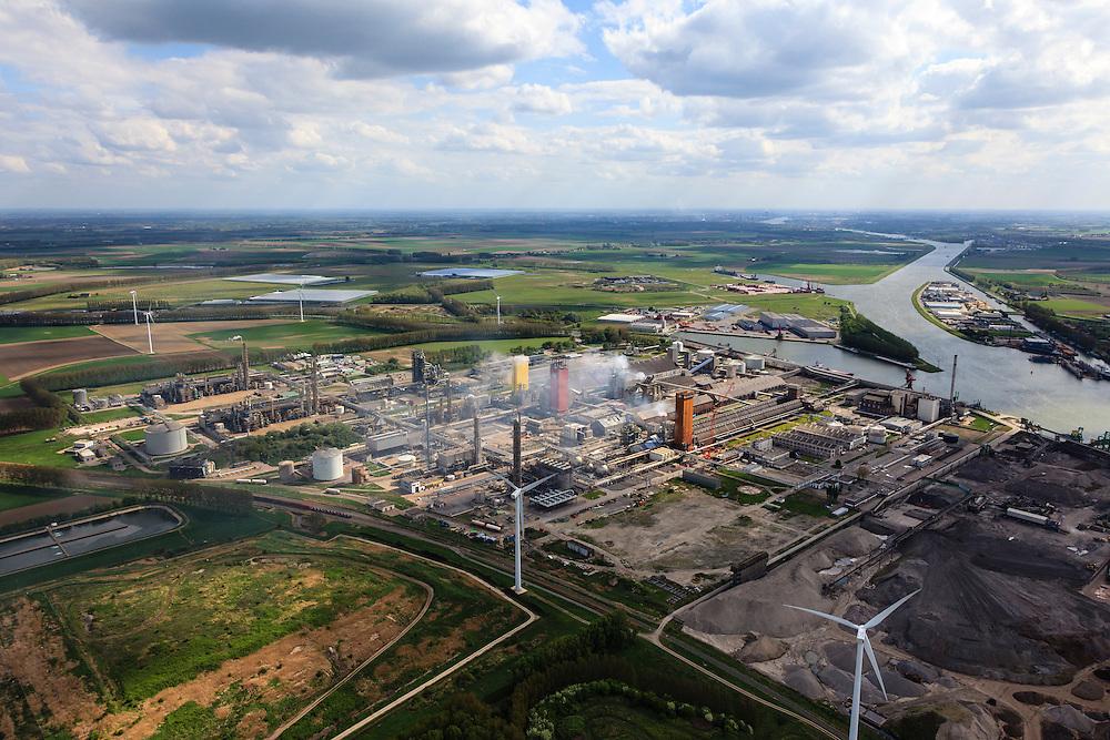 Nederland, Zeeland, Zeeuws-Vlaanderen, 09-05-2013; Sluiskil, Kanaal Gent-Terneuzen, gezien naar Sas van Gent. In de voorgrond stikstofbindingsbedrijf Yara, fabricage van kunstmest, ammoniak, ureum, salpeterzuur, CO2 (kooldioxide).<br /> Yara, nitrogen compound company manufactures fertilizer, ammonia, urea, nitric acid, CO2 (carbon dioxide)<br /> luchtfoto (toeslag op standard tarieven)<br /> aerial photo (additional fee required)<br /> copyright foto/photo Siebe Swart