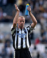 Photo. Glyn Thomas.<br /> Newcastle v Southampton. FA Barclayard Premiership.<br /> St James' Park, Newcastle. 04/10/03.<br /> Newcastle's Alan Shearer applauds the crowd after his side won 1-0, Shearer having scored the only goal.