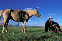 Mongolie. Province du Khentii. Eleveur nomade et son cheval. // Nomade with his Horse. Khentii province. Mongolia.