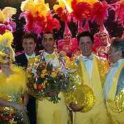 Laatste World Fantasy Dinershow, Franklin Brown, Arno Kolenbrander en Peter Douglas met de meisjes van het Holland showballet