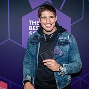 NLD/Amsterdam/20190613 - Inloop uitreiking De Beste Social Awards 2019, Rico Verhoeven met zijn prijs