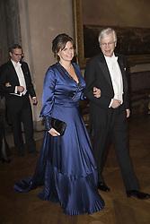 Isabella Lˆvin, Bengt Holmstrˆm <br /> <br />  <br /> <br />  beim Nobelbankett 2016 im Rathaus in Stockholm / 101216 <br /> <br /> <br /> <br /> ***The Nobel banquet, Stockholm City Hall, December 10th, 2016***