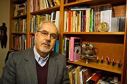 Nascido em Porto Alegre no ano de 1945, o romancista e doutor em Letras, Luiz Antonio de Assis Brasil é descendente de Açorianos e pós-doutor em Literatura Açoriana. FOTO: Lucas Uebel/Preview.com