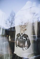 THEMENBILD - Schaufenster. Die Modedesignerin Irina Gahleitner, Inhaberin und kreativer Kopf von IGGI Fashion, stellt mit Hand modische MNS Masken während der Corona Pandemie her. Die gebürtige Russin, die seit über 10 Jahren im Pinzgau lebt, gründete das Modelabel IGGI Fashion 2018 und bietet Alpine-Lifestyle Mode mit dem gewissen Etwas an, aufgenommen am 10. April 2020, Saalfelden, Oesterreich // Shop Window. The fashion designer Irina Gahleitner, owner and creative head of IGGI Fashion, produces fashionable MNS masks by hand during the Corona pandemic. Born in Russia and living in Pinzgau for over 10 years, she founded the label IGGI Fashion 2018 and offers alpine lifestyle fashion with that something special, Saalfelden, Austria on 2020/04/10. EXPA Pictures © 2020, PhotoCredit: EXPA/ JFK