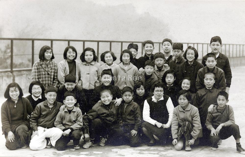 elementary school children group photo 1959 Japan
