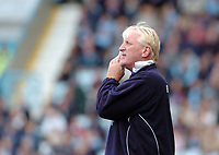Photo. Leigh Quinnell.  Coventry City v Rotherham United Coca Cola championship. 18/09/2004.<br /> Ronnie Moore gets a message to his Rotherham team.