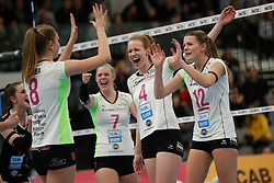 20190131 NED: Semi Final Cup Sliedrecht Sport - Eurosped, Sliedrecht <br />Eline Gommans (4) of Team Eurosped Twente, Rochelle Wopereis (12) of Team Eurosped Twente<br />©2019-FotoHoogendoorn.nl / Pim Waslander