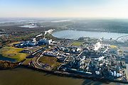 Nederland, Zuid-Holland, Dordrecht, 07-02-2018; Industriegebied Staart met fabriekscomplex van chemiebedrijf Chemours Netherlands B.V., links HVC afvalcentrale. De fabriek is een productielocatie van fluorpolymeren (zoals teflon). Bij de productie wordt gebruikt gemaakt van GenX-technologie, uitstoot van chemie uit dit proces is belastend voor milieu.<br /> Chemours Netherlands B.V., production location of fluoropolymers (such as teflon). GenX technology is used in the production, and chemical emissions from this process are harmful to the environment.<br /> luchtfoto (toeslag op standard tarieven);<br /> aerial photo (additional fee required);<br /> copyright foto/photo Siebe Swart