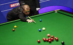 BRITAIN-SHEFFIELD-SNOOKER-WORLD CHAMPIONSHIP-QUARTERFINAL..(180502) -- SHEFFIELD (BRITAIN), May 2, 2018   Barry Hawkins of England competes during his quarter final match against Ding Junhui of China at the World Snooker Championship 2018 at the Crucible Theatre in Sheffield, Britain on May 2, 2018. (Credit Image: © Craig Brough/Xinhua via ZUMA Wire)