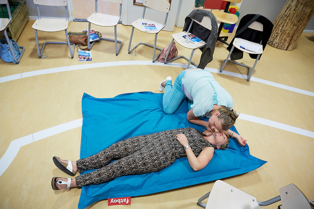 Honselersdijk, 3 juni 2014<br /> Kinderdagverblijf Kiekaboe, Workshop EHBO aan kinderen en babies. In opdracht van Rode Kruis.<br /> ANP INOPDRACHT MARTIJN BEEKMAN