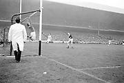 All Ireland Senior Football Championship Final, Dublin v Galway, 22.09.1963, 09.23.1963, 22nd September 1963, Dublin 1-9 Galway 0-10,.Galway Goalie jumps - ball goes over bar for a point,