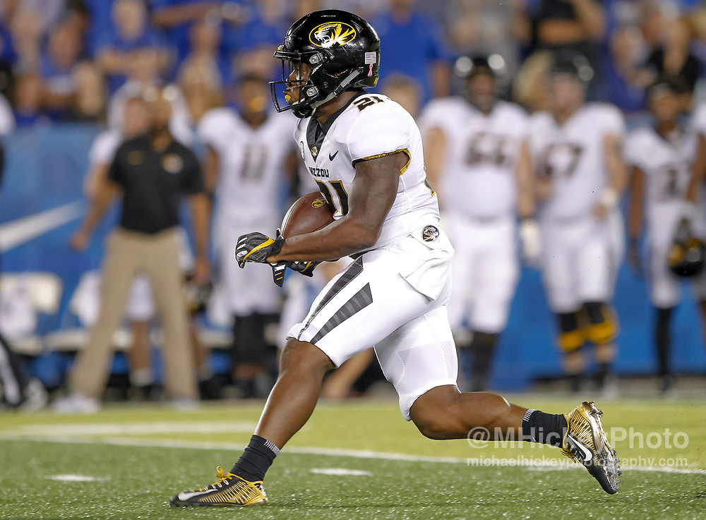 LEXINGTON, KY - OCTOBER 07: Ish Witter #21 of the Missouri Tigers runs the ball during the game against the Kentucky Wildcats at Commonwealth Stadium on October 7, 2017 in Lexington, Kentucky. (Photo by Michael Hickey/Getty Images) *** Local Caption *** Ish Witter