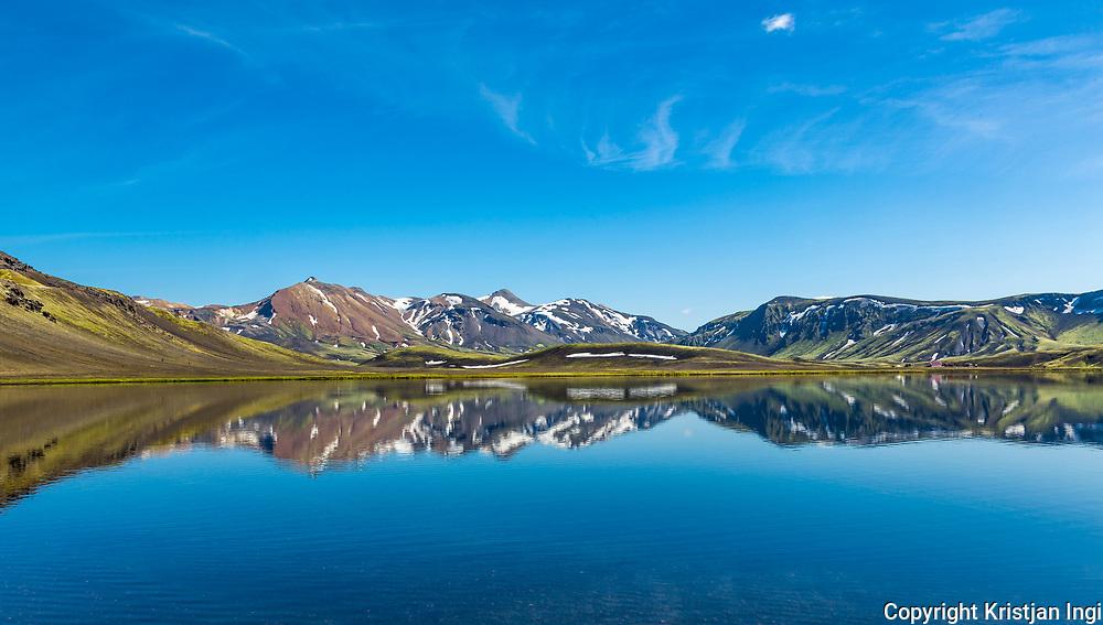 The highland lake Álftavatn along the popular hiking route <br /> Laugavegur, between Þórsmörk and Landmannalaugar