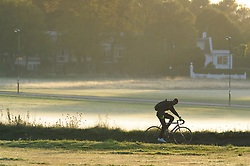 © Licensed to London News Pictures. 29/09/2018<br /> BLACKHEATH, UK.<br /> A cold Autumn morning as the sun comes up in South East London on Blackheath Common, Blackheath.<br /> Photo credit: Grant Falvey/LNP