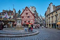 France, Côte d'Or (21), Paysage culturel des climats de Bourgogne classés Patrimoine Mondial de l'UNESCO, Dijon, la Place François Rude // France, Burgundy, Côte-d'Or, Dijon, Unesco world heritage site, François Rude square