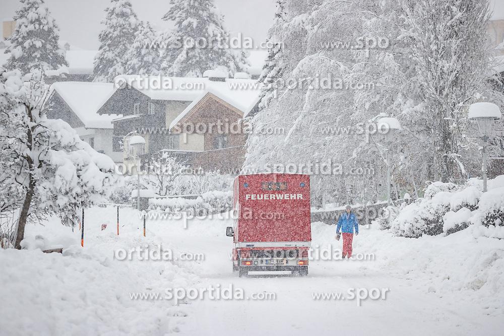 THEMENBILD - Neuschneesituation in Matrei in Osttirol, aufgenommen am Samstag, 5. Dezember 2020, in Osttirol. Der Winter macht sich in Teilen Österreichs mit enormen Schnee- und Regenmengen bemerkbar. In Osttirol und Oberkärnten ist von Freitag auf Samstag die Schneedecke um rund 50 bis 70 Zentimeter gewachsen. Mancherorts herrschte rote und damit höchste Wetterwarnung // New snow situation in Matrei in East Tyrol, taken on Saturday, December 5, 2020, in East Tyrol. The winter is making itself felt in parts of Austria with enormous amounts of snow and rain. In East Tyrol and Upper Carinthia, the snow cover has grown by about 50 to 70 centimeters from Friday to Saturday. In some places there were red and therefore highest weather warnings. EXPA Pictures © 2020, PhotoCredit: EXPA/ Johann Groder