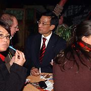 Kerstshow Groot Russisch Staatscircus, staatssecretaris Khee Liang Phoa met gezin