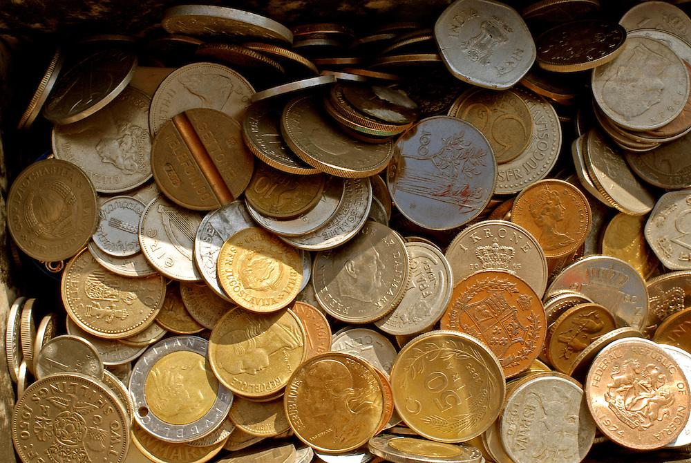Mix internationaler Geldmünzen, die teilweise nicht mehr im Umlauf sind      mix of former european and other international coins   