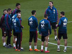 March 26, 2018 - Madrid, Madrid, Spain - Julen Lopetegui gives instructions during the training of the Spanish soccer team, before the friendly match between Spain and Argentina., on March 27, 2018. Wanda Metropolitano Stadium, Madrid, Spain. (Credit Image: © Jose Breton/NurPhoto via ZUMA Press)